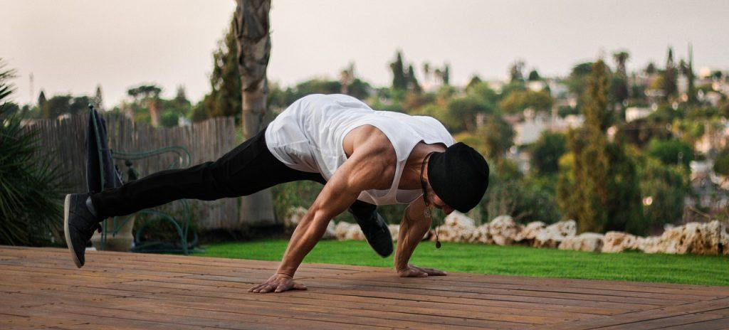 Workout Anywhere - A Minimalist Approach To Fitness - PushUpAndMore.com
